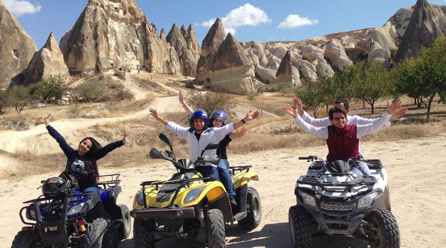 جولة ATV في كبادوكيا واحدة من أكثر الرحلات إثارة ومغامرة حيث تقوم بالاستكشاف المنطقة عن طريقة الدراجات الهوائية من نوعية ATV حيث الوديان الجبلية الرائعة