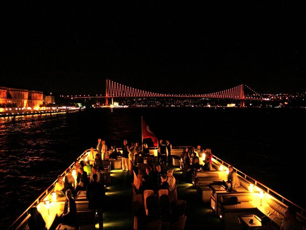 جولة سفينة سميراميس على مضيق البسفور في اسطنبول